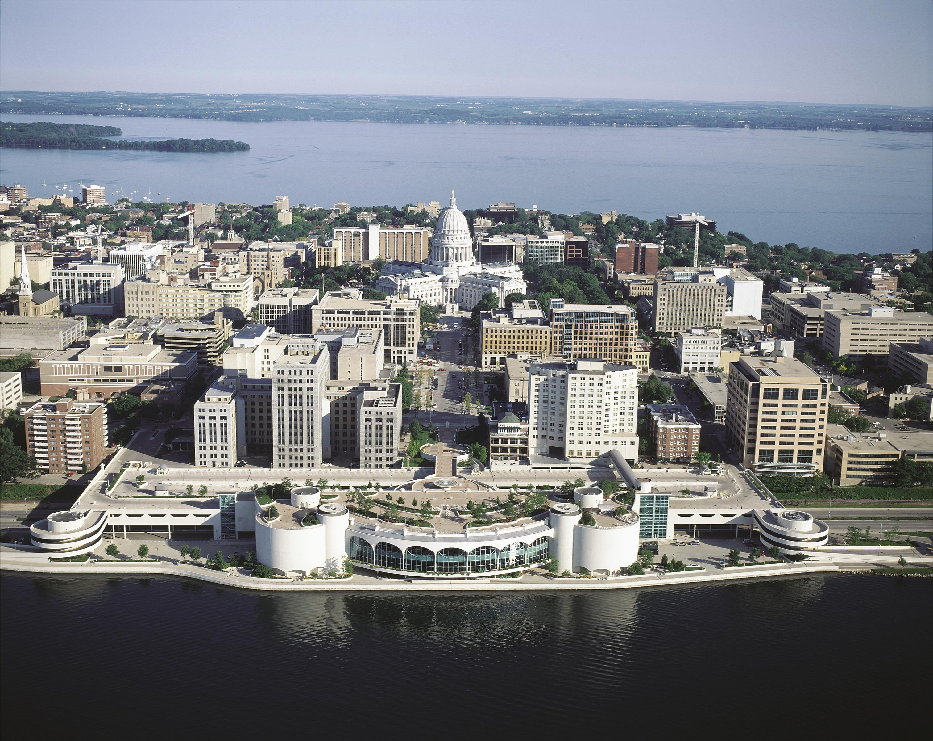 Frank lloyd wright designed monona terrace convention for The terrace madison wi