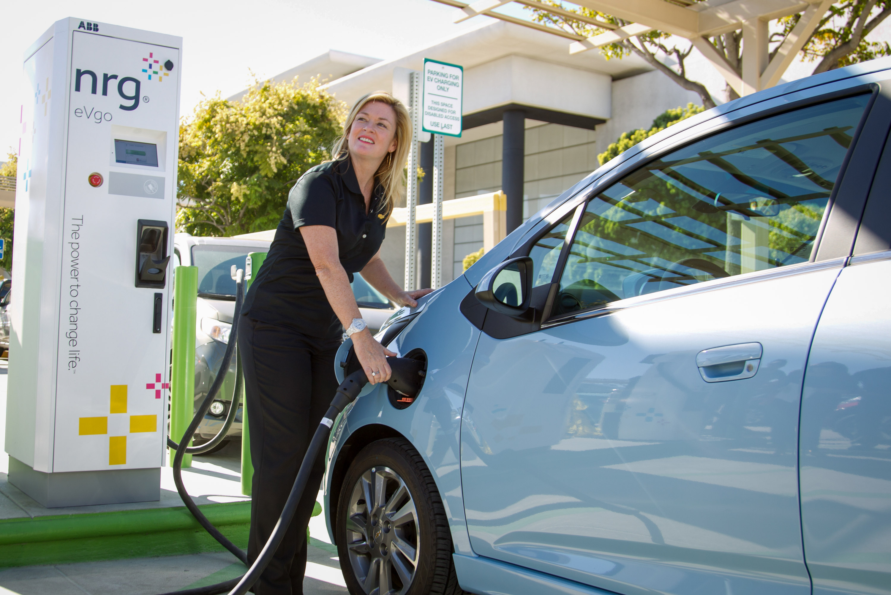 Mall Gets First Public Sae Fast Charging Station For Evs
