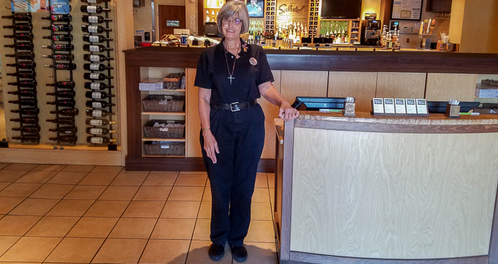 host patricia anderson a 34 year darden team member in tucson az says olive garden has been accommodating allowing her to keep working despite health - Olive Garden Host Pay